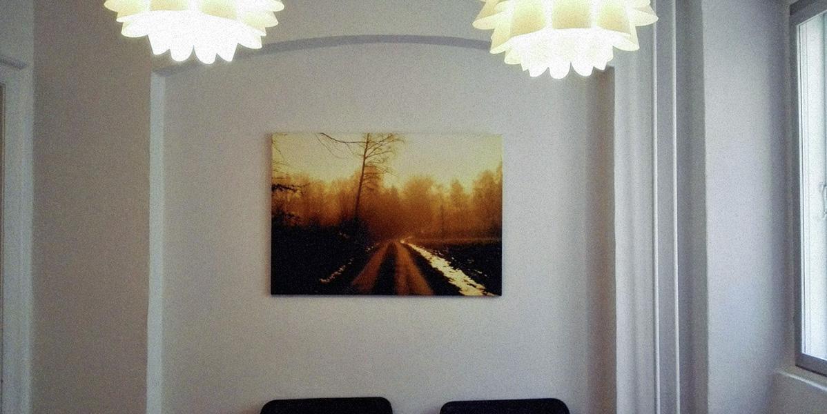 Et billede der hænger hos min psykolog - Det illusterer meget godt hvordan jeg har det inden i. Koldt. Tåget. Dødt. Ensomt. Trist.